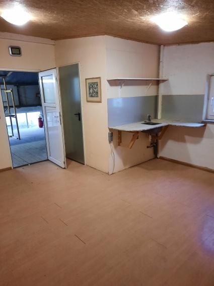 80-100 qm Lagerfläche im 1. Stock über Werkstatt zu vermieten
