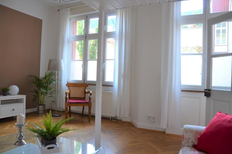 Möblierte traumhafte Altbauwhg. im Innenhof mit großer Terrasse in FR-Altstadt/Zentrum bei UNI!