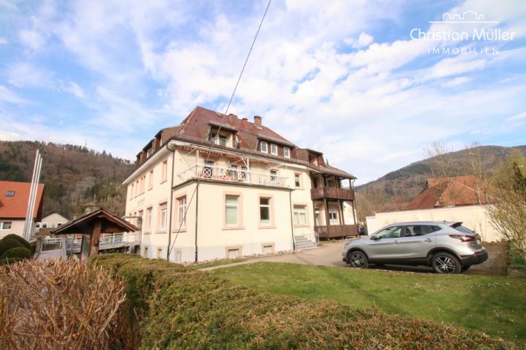 Hübsche 4 Zimmer Wohnung im 1. OG in zentraler Lage in Buchenbach