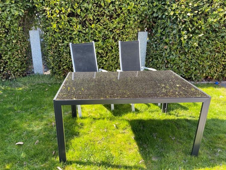 Gartentisch mit 4 Hochlehnerstühlen zu verkaufen