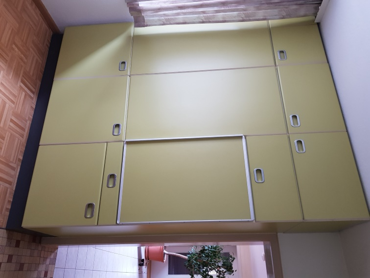 Küchenschrank incl. Kühlschrank, Dunstabzugshaube und Spüle